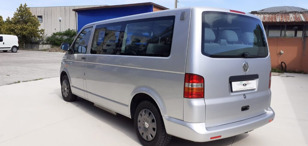VOLKSWAGEN Transporter 2.5 TDI 130CV PL Kombi 9 Posti